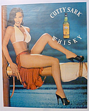 2001 Cutty Sark Whisky With Lovely Smiling Woman