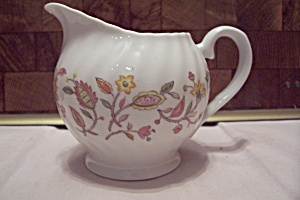 International China Sonnet Pattern Rosa Creamer