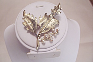 Gole Tone Metal & Pearl Leaf Brooch/pin