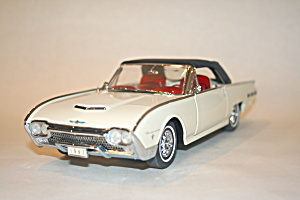 1962 Ford Thunderbird Die Cast 1/24 Scale Model Car