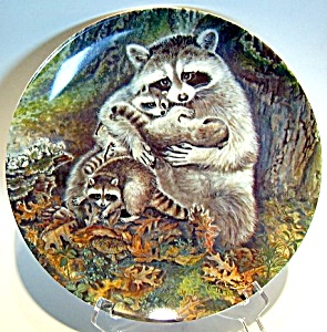 Collector Plate Raccoons 'a Protective Embrace' 1982