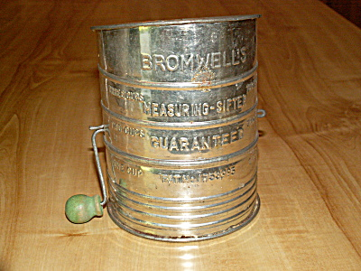 Bromwell's Sifter Flour Tin 3 Cup, Green Wood Handle 1930 Patent Date