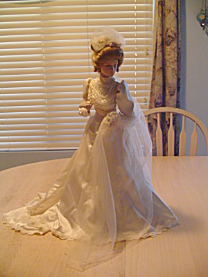 Franklin Mint 23 In. Victorian Bride Doll On Wood/metal Doll Stand