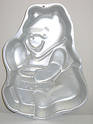 Wilton Disney Winnie The Pooh Honey Pot Bake Cake Pan