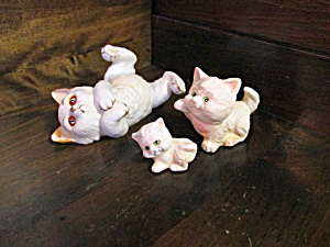 Vintage Meico Persian Three Cat And Kitten Group