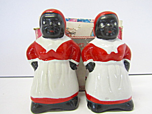 Vintage Mammies Salt & Pepper Shaker Set.