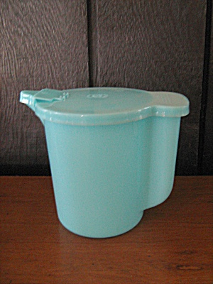 Vintage Tupperware Pastel Blue 1 Quart Covered Pitcher