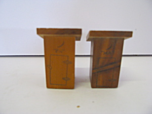 Vintage Wooden Ma & Pa Outhouses Salt & Pepper Shaker S
