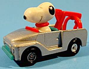 Snoopy Driving Diecast Tow Truck - 1966 - Aviva