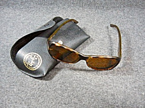 Ray Ban Ladies Sunglasses With Case Made In Italy