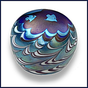 Lundberg Studios 1975: Fish Over Waves Paperweight (Ds)