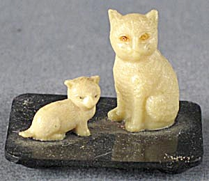 Vintage Celluloid 2 Cats On A Black Base