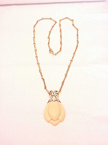 Vintage Sarah Coventry Ivory Colored Tulip Pendant Necklace